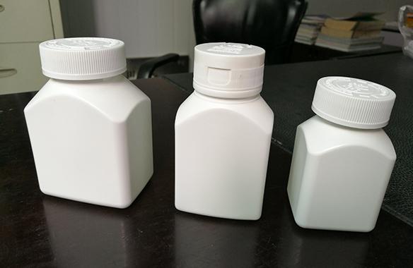 PE异形瓶双工位注吹生产
