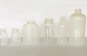 PP透明瓶双工位注吹生产